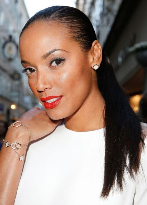 43 Selita Ebanks African American Hairstyle Slicked Back