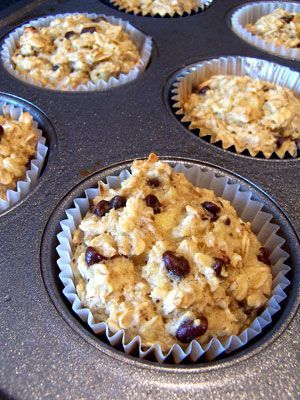 Oatmeal Cupcakes: 3 mashed bananas (the riper the better!), 1 cup vanilla almond milk, 2 eggs, 1 tbsp baking powder, 3 cups oats, 1 tsp vanilla extract, 3 tbsp mini chocolate chips (or