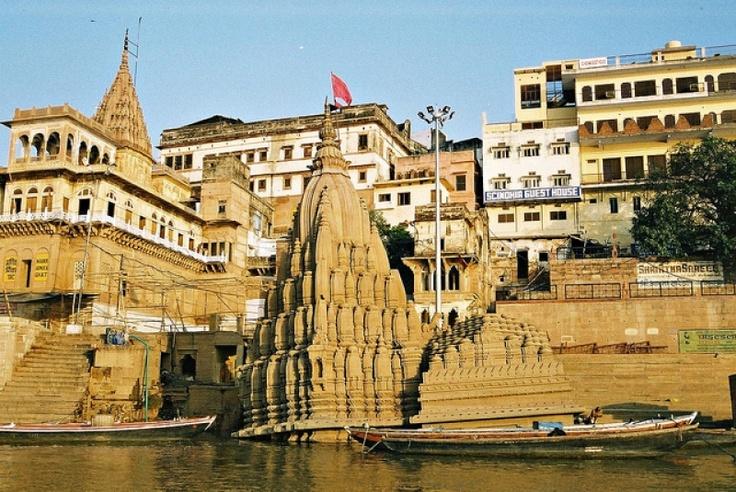 Submerged (!) Shiva Temple, Scindia Ghat in Varanasi