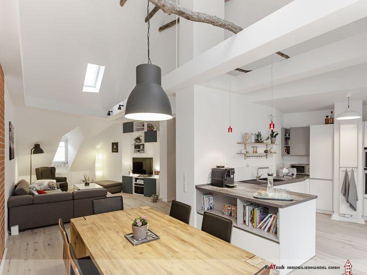 Zentraler Punkt dieser familienfreundlichen Wohnung ist der große, offene Raum mit Küche, Ess- und Wohnbereich. Der Raum ist in
