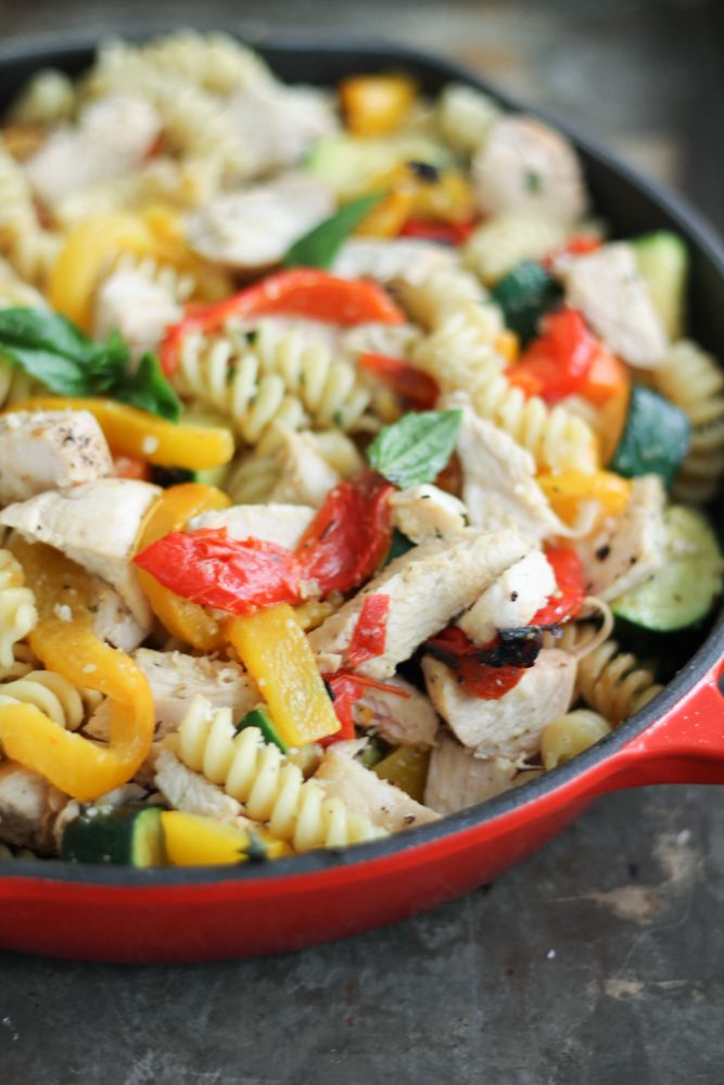 A healthy veggie-packed garlic parmesan pasta with chicken and roasted bell peppers. Flavorful and easy to make for dinner!