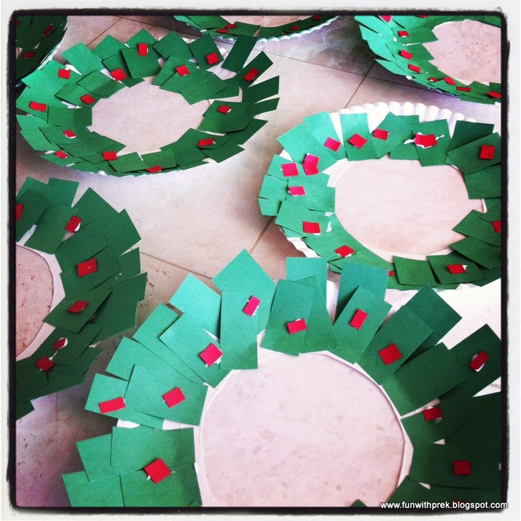 Christmas wreath preschool craft. Have the toddler or