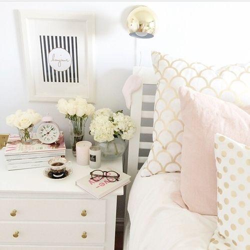 Nichts Geht über Einen Schönen Nachttisch Gold Pillowspink Bedroomsneutral