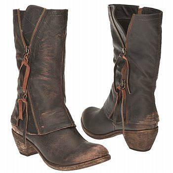 love the rugged boots;)