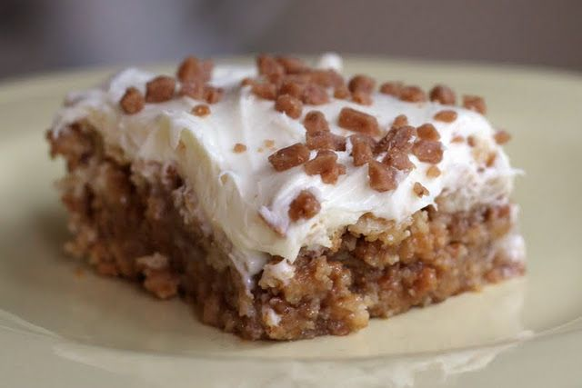 white trash bars… only 4 ingredients!: ritz crackers, toffee chips, sweetened condensed milk, vanilla frosting. must try.