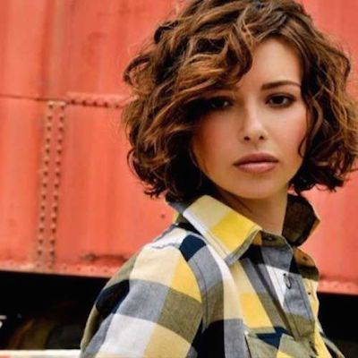 20 Stunning Short And Curly Hairstyles For Women