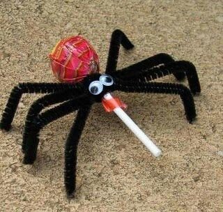 Halloween treat – a Spider lollipop with black pipe cleaner legs d2105876bdcb65a10e9b65ae0aae3ac3.jpg (320304)