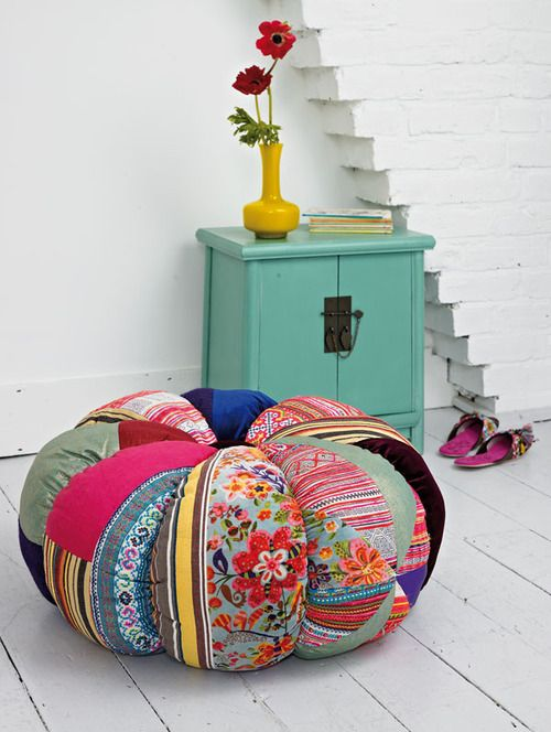 love this floor pillow…and its easy to make!