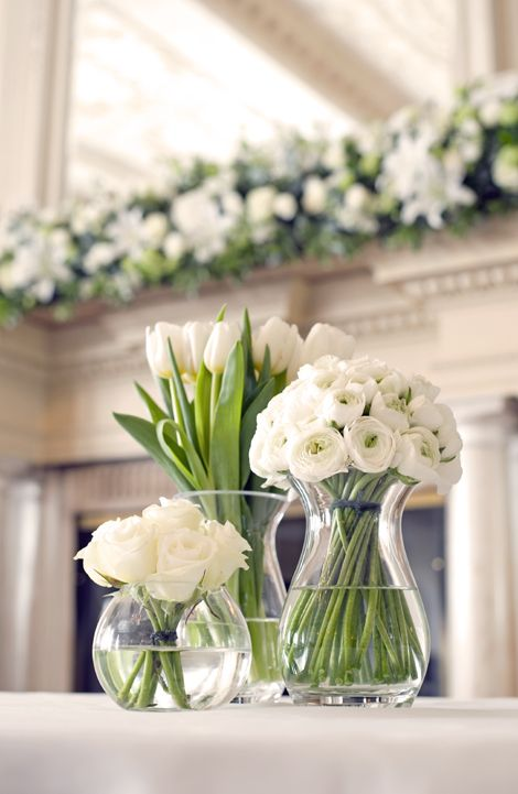 ranunculus table arrangement