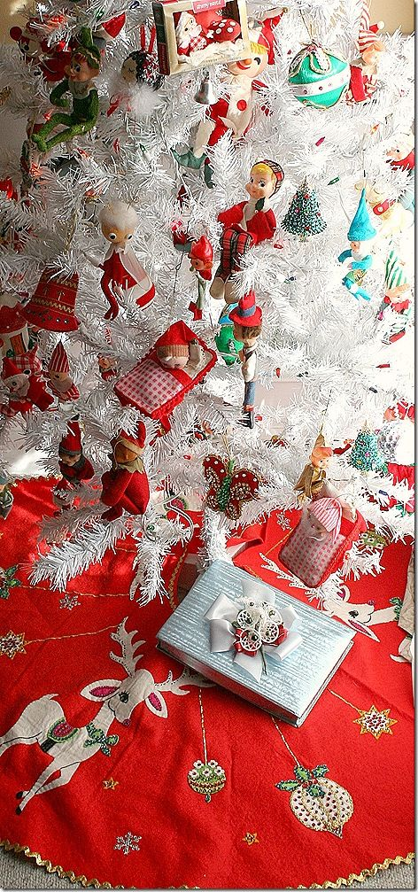 A fabulous vintage Christmas tree, ornaments, and tree skirt. I need one of thes