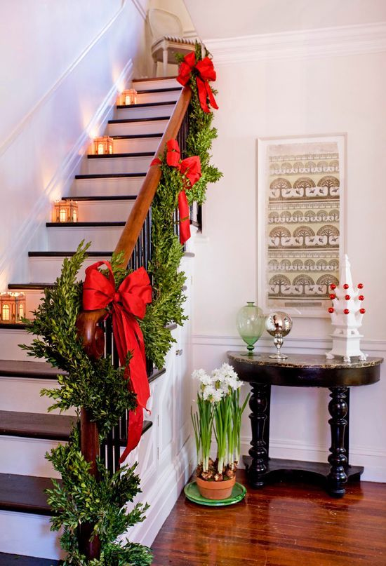 1000 Ideas About Christmas Staircase On Pinterest