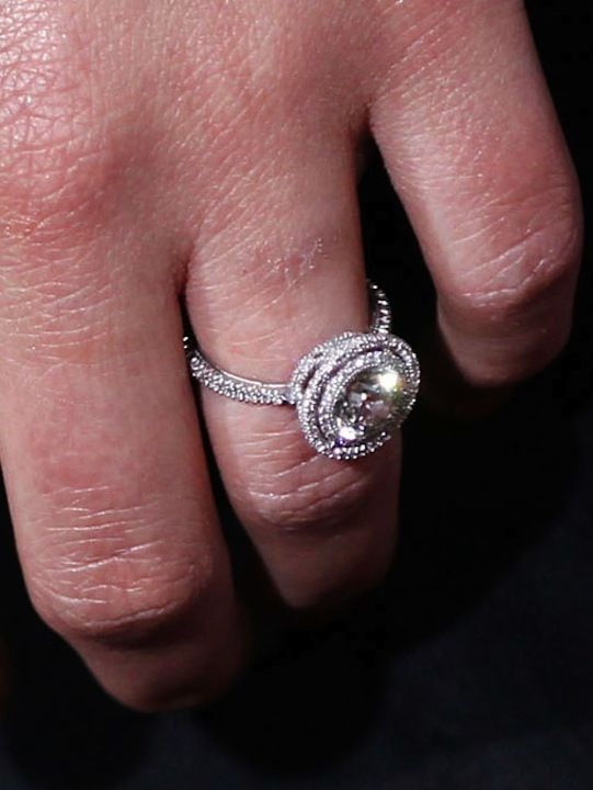 Natalie Portmans double halo engagement ring – probably one of my personal favorites