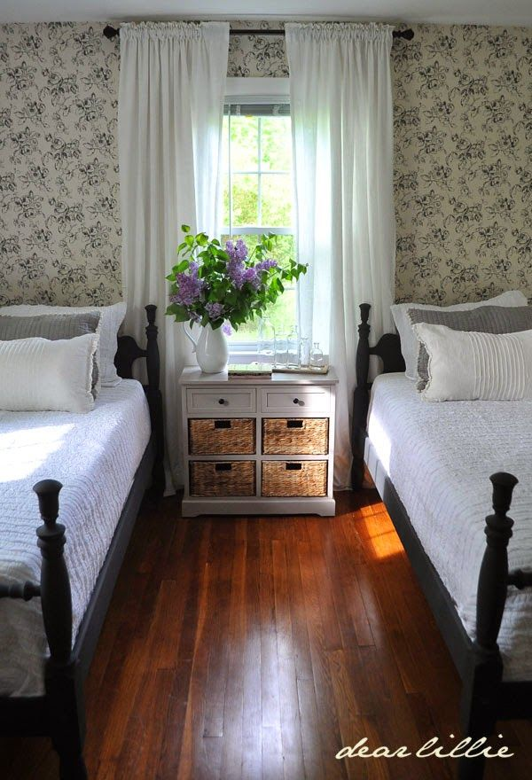 Dear Lillie And Lola S Old Fashioned New England Bedroom