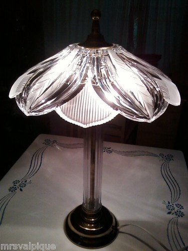 VINTAGE Heavy CRYSTAL Etched GLASS Leaf Shade TABLE LAMP