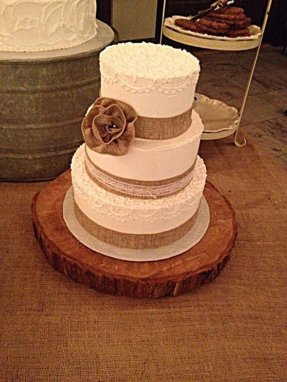 1000 Ideas About Burlap Wedding Cakes On Pinterest