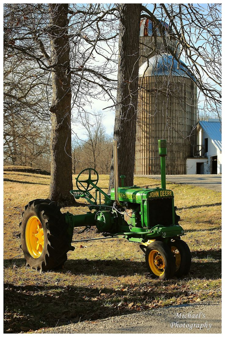 Country Living John Deere tractor, silo Country Brown