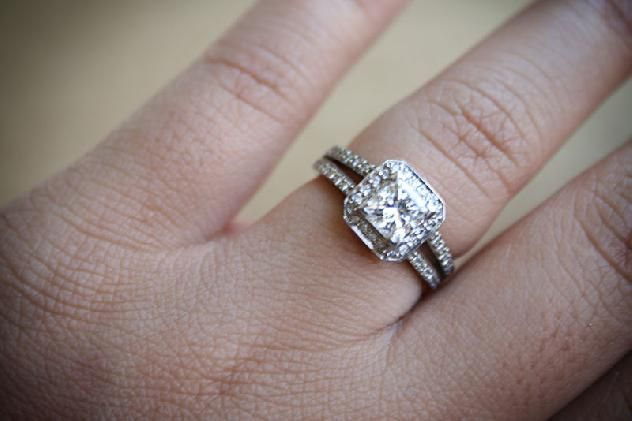 Best Engagement And Wedding Rings For Fat Fingers