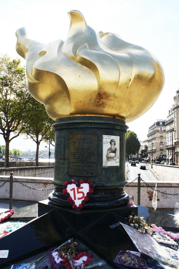 Princess Diana Memorial. Paris. USA, Europe and UK 2004