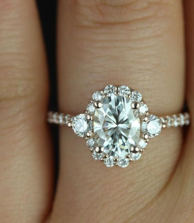 Today's inspiration has the classiest engagement rings you'll ever see! With sophisticated glamour and romantic shapes, these