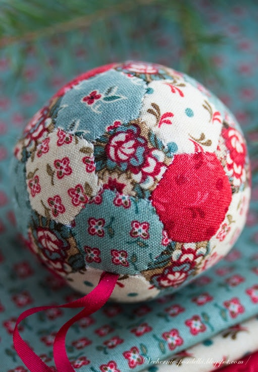 Quilted hexagon Christmas ornament. This is so cute! I