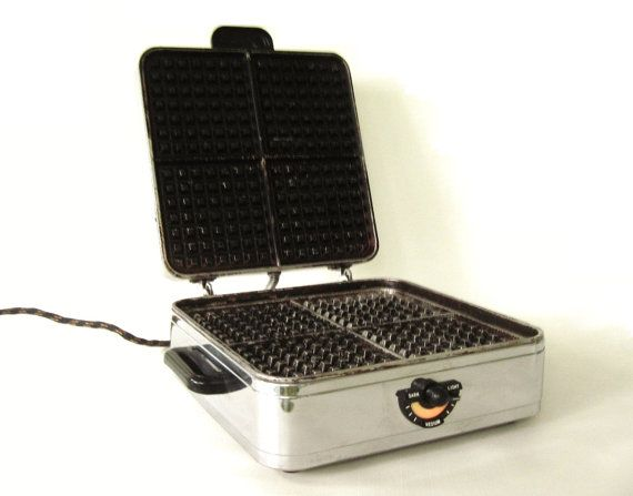 Sunbeam Waffle Maker W 2 1950s Kitchen Appliance Waffle Iron Baker Kitchen Appliances Waffles