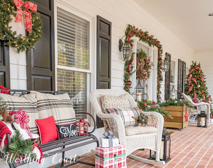 1000+ Ideas About Christmas Front Porches On Pinterest