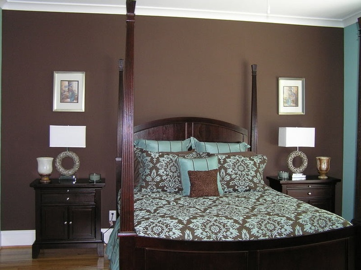 colour bedroom idea with brown bed blue