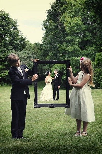 Cute Wedding Picture Idea, would be adorable with Jazzy and little man somehow :