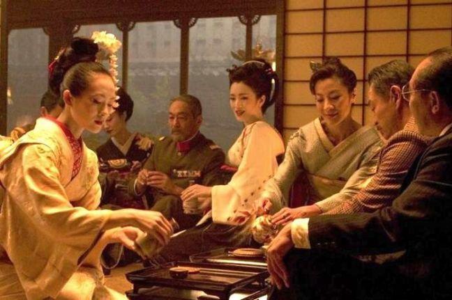 Sayuri fait ses premiers pas en Société: