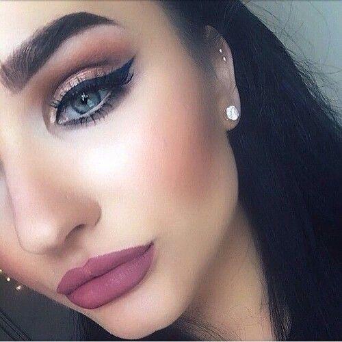 Love the eye makeup! Too much brow though. Still beautiful! | Kylie Jenner Makeup | Fall makeup | Beauty | Makeup ideas
