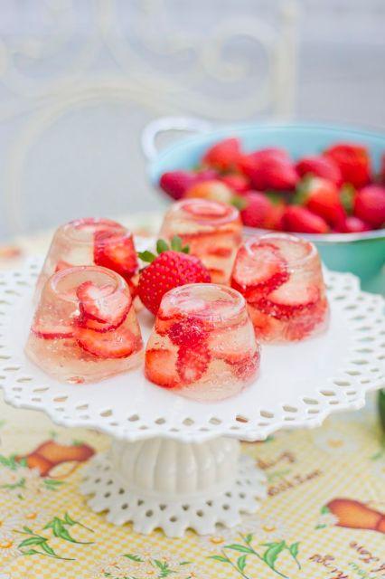 Champagne strawberry jello