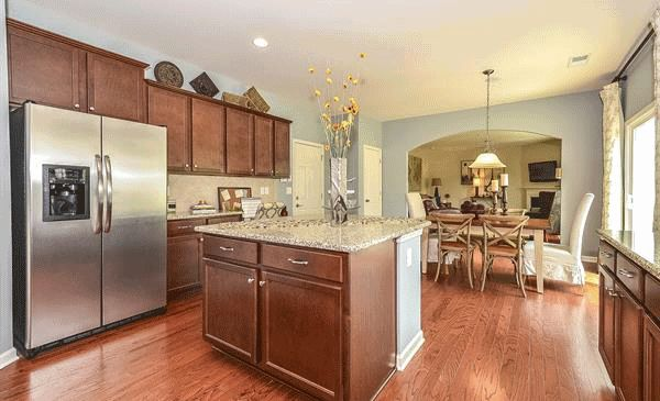 Model Lennar Charlotte Features Large Open Kitchen