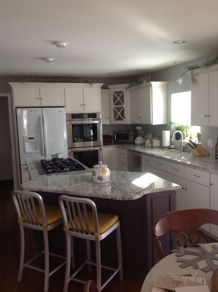 Sherwin Williams Origami White SW7636 Island And Butlers