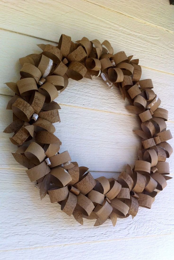 Carboard Party Decoration Toilet Paper Wreath from