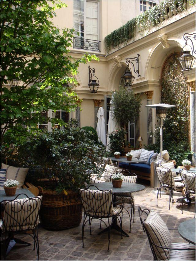 ralph lauren outdoor Paris, France . Ralph Lauren Cafe