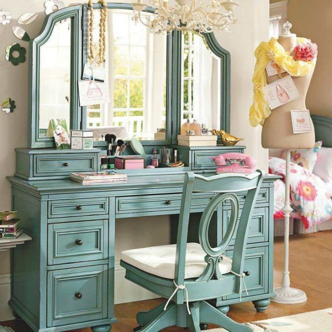 An Eye Catching Bedroom Makeup Vanity Table To Improve Your Beauty And Room