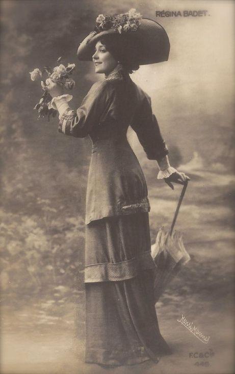 Régina Badet, Belle Epoque French Theatre Actress in Romantic Parisian Fashion Costume by Henri Manuel, Original 1900s Rare Photo Postcard: