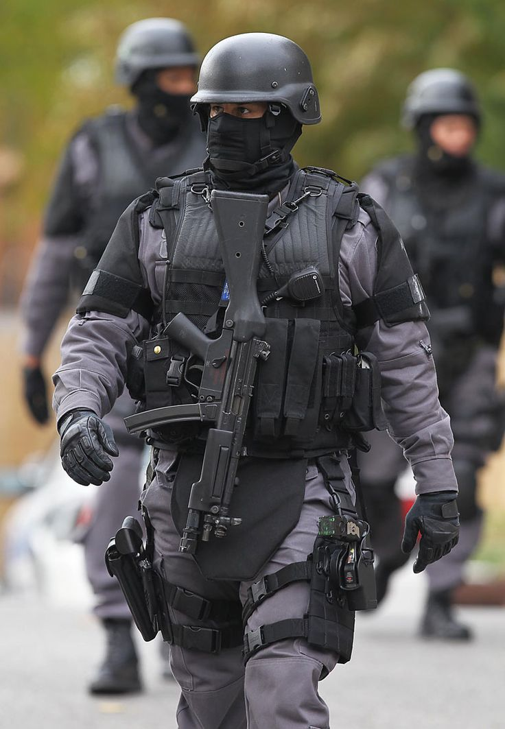 how to become swat in canada