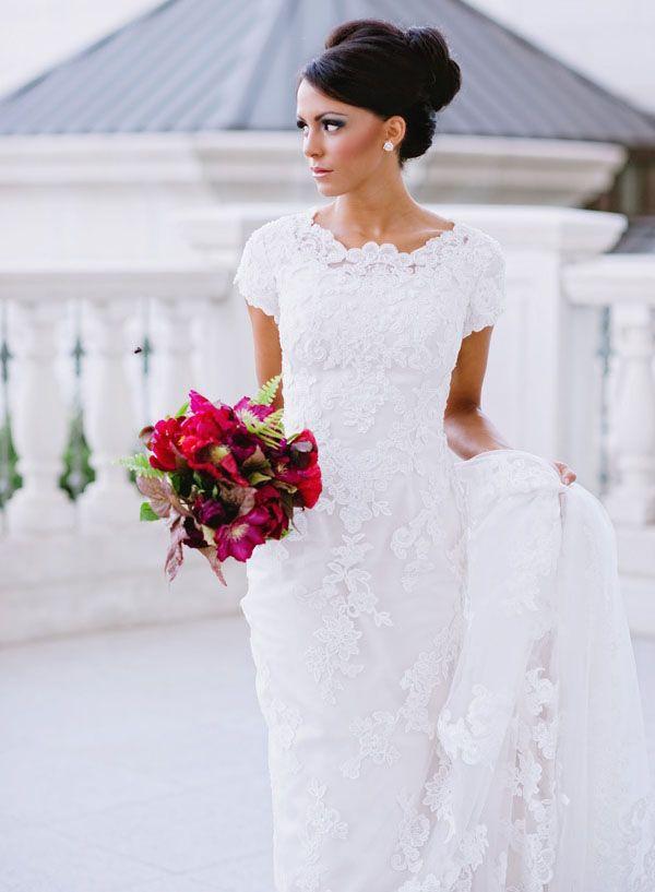 Wedding Dresse with High Necklines