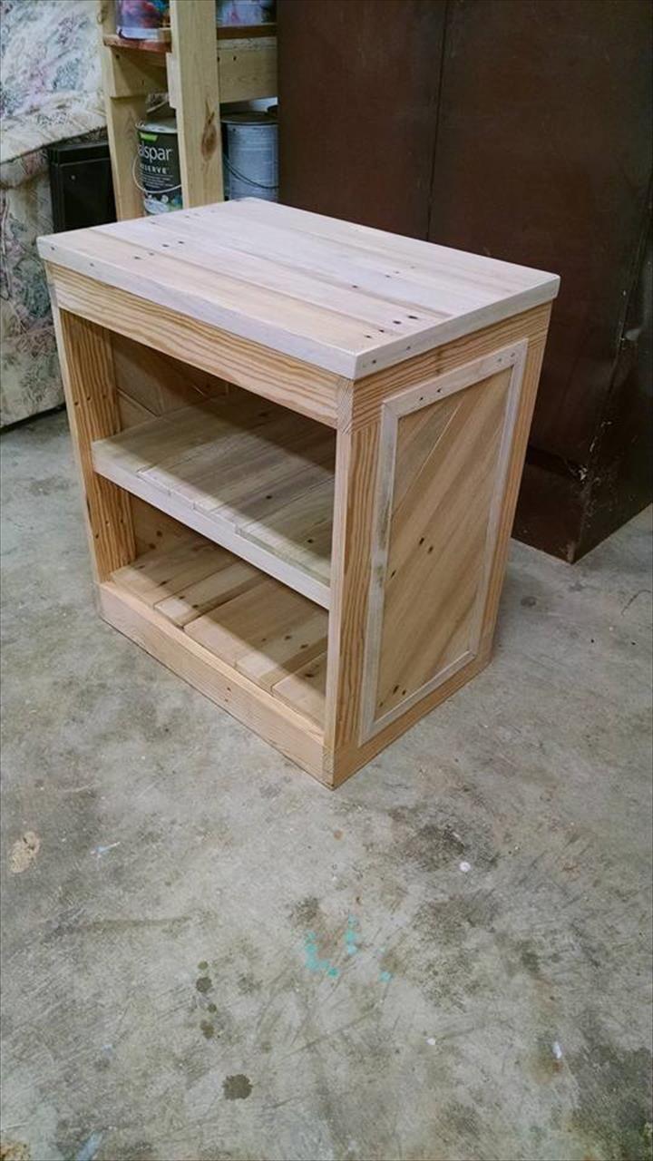 DIY Pallet Nightstand or Side Table Pinterest