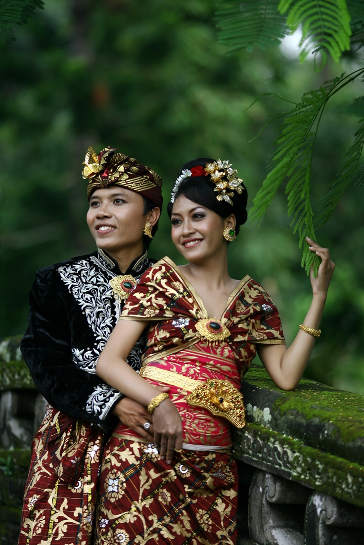 Traditional Balinese wedding dress. Virtual World Tour