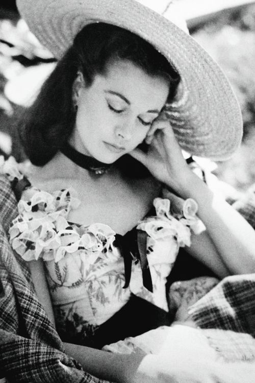 Vivien Leigh resting on the set of Gone With the Wind (1939) – Academy Awards, Best