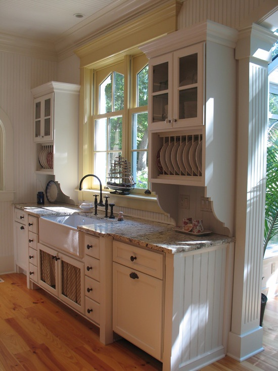 I like the pale yellow as an accent for the window My
