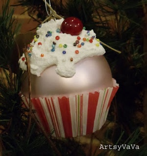 Cute homemade cupcake ornament. I WANT TO MAKE THESE–Sadie will be so excited