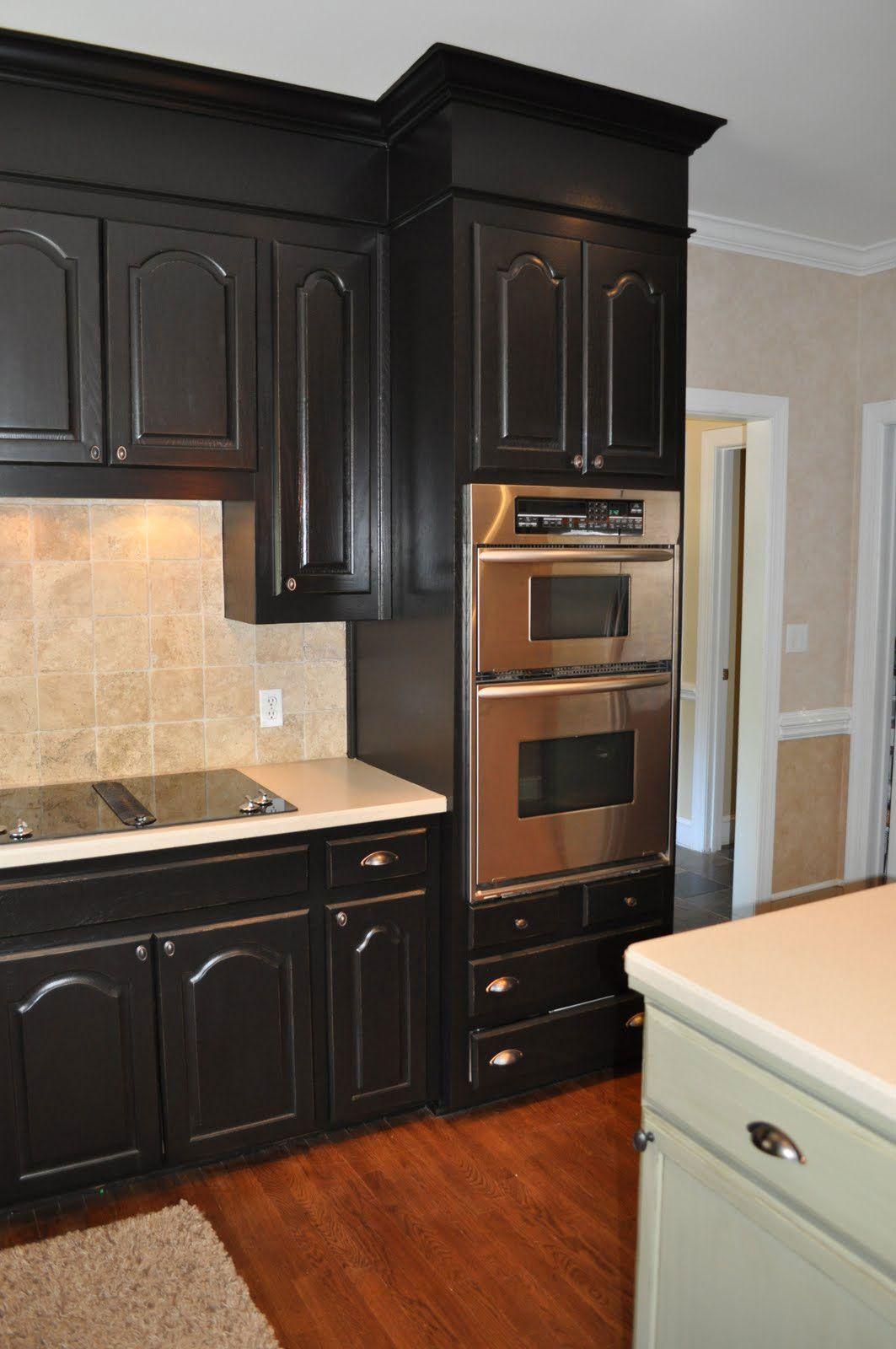 Luxurious Kitchen With Elegant Black Kitchen