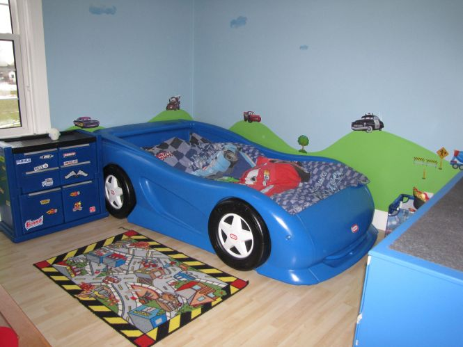 Boys Race Car Themed Room Twin Size Little Tikes Bed And Chest Cars