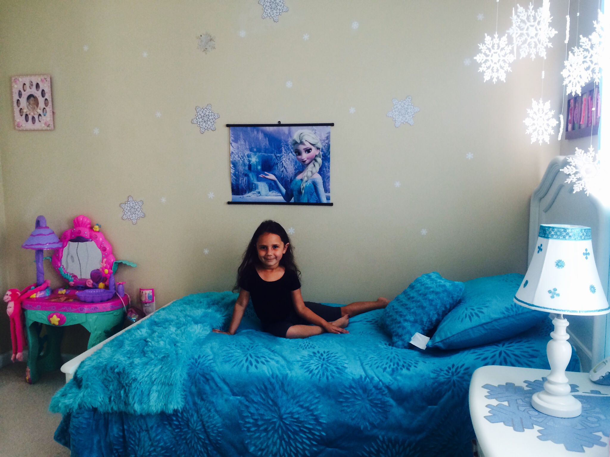 frozen bedroom on a $60 budget! | sophie's frozen room | pinterest