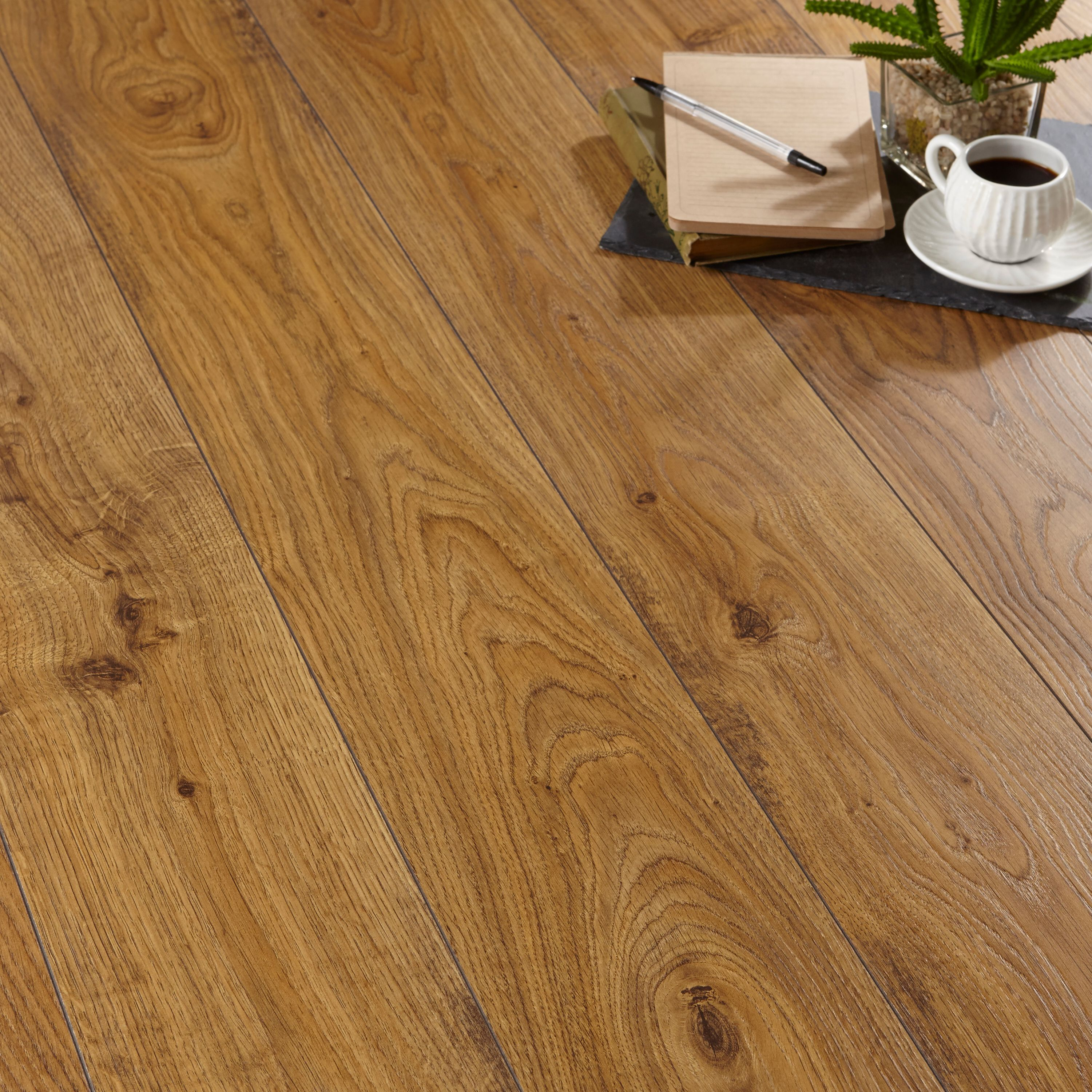 Quickstep Andante Natural Oak Effect Laminate Flooring 1