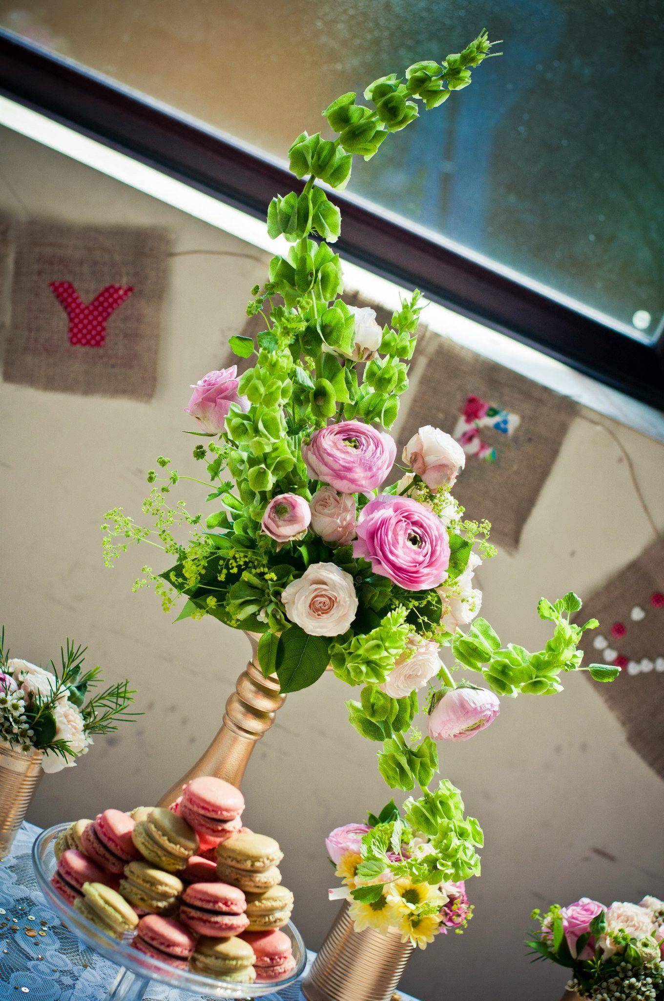 Hogarth Curve floral arrangement & Macarons Macarons