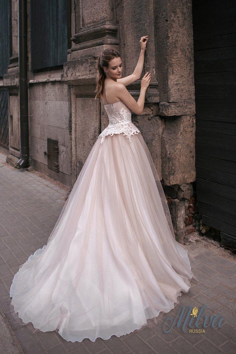 Sleeveless sweetheart neckline blush ball gown wedding dress #wedding #weddingdress #weddinggown #bridedress